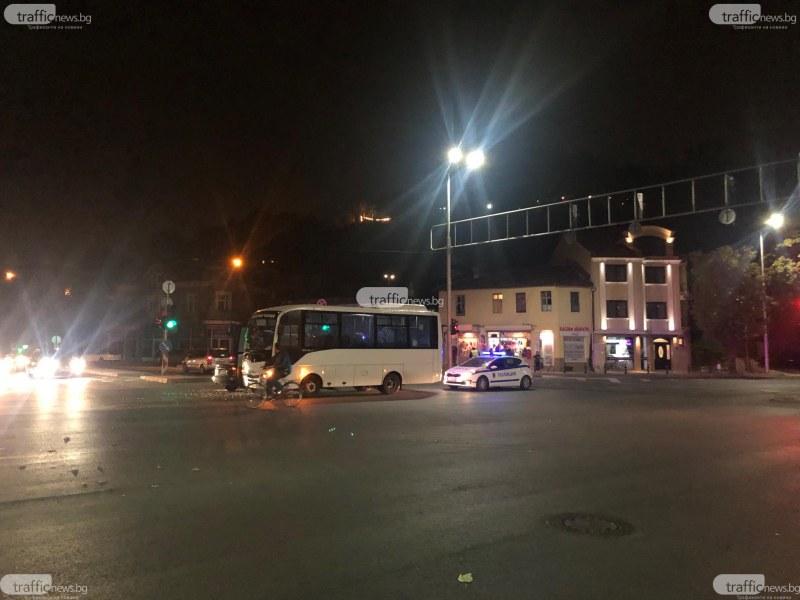 Втора катастрофа с пловдивски автобус! Стъкла хвърчаха на централно кръстовище