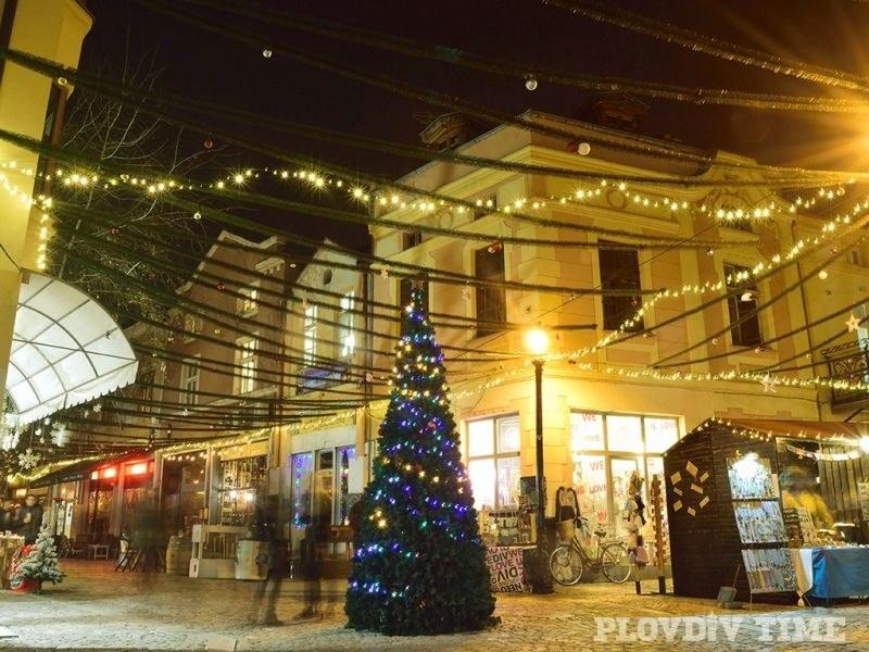 Талантливи занаятчии, греяно вино и много музика превземат Капана по Коледа