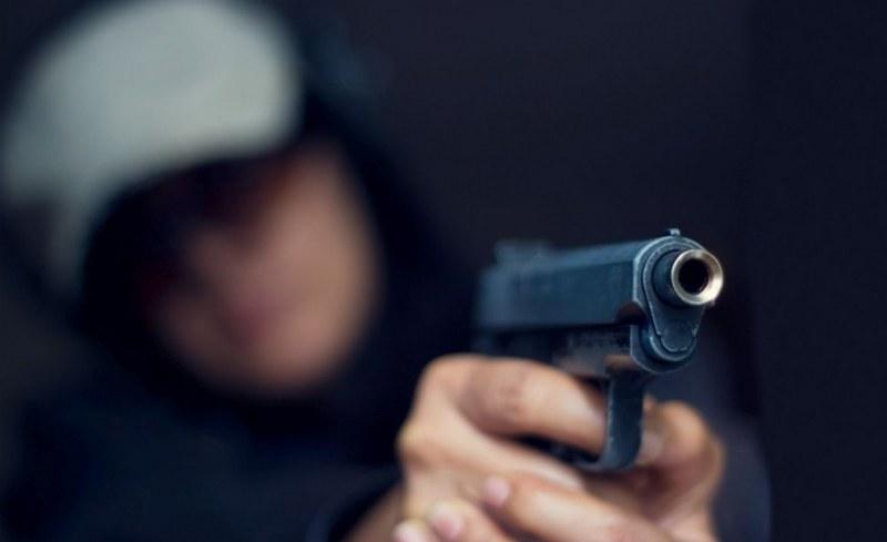Заплашиха с пистолет 42-годишен мъж поред бял ден в Пловдив