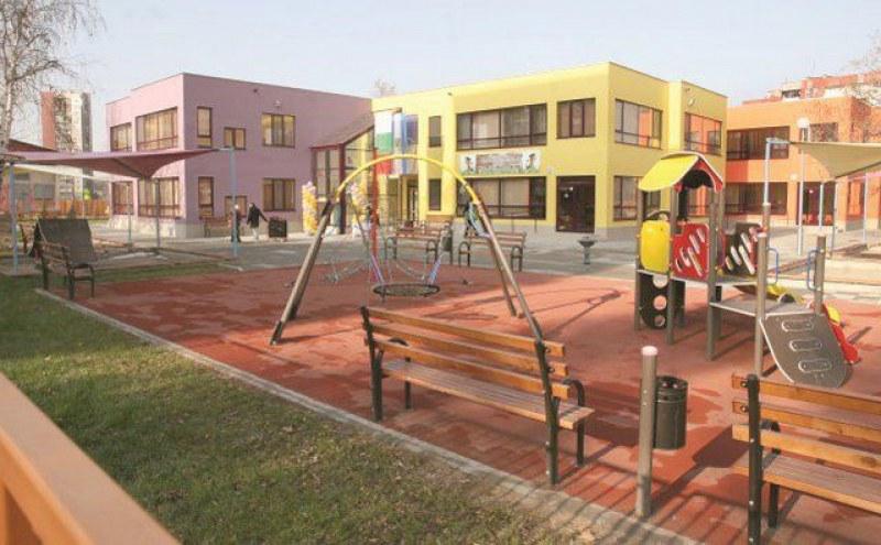 Напрежение в пловдивска детска градина! Фалшив сигнал за тормоз върху децата разгневи родителите