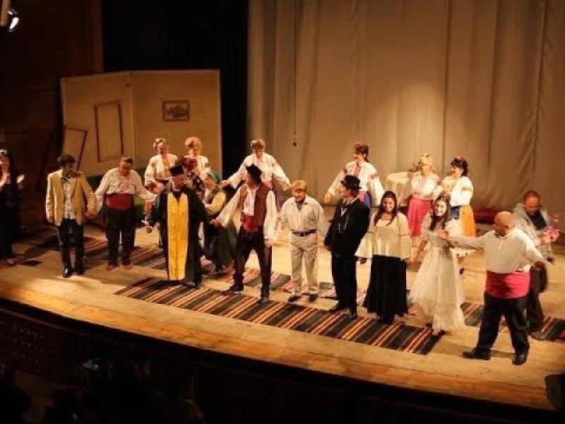 За любителите на театъра: Мюзикъл и хитова комедия идват в Асеновград