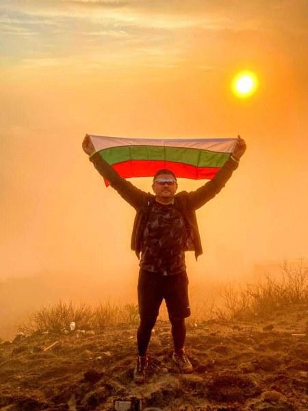 Българското знаме се развя на най-високия връх на остров Бали, покориха го пловдивски бизнесмени