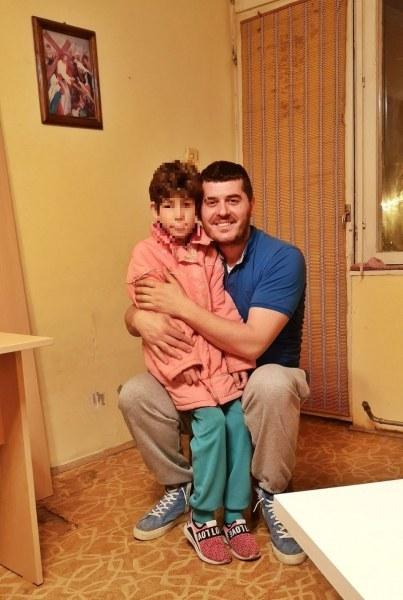 Добри хора обзаведоха дома на малката Петя от Стамболийски, купиха дърва, за да не мръзне