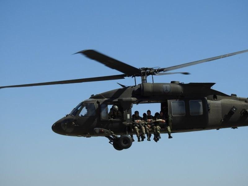 Вертолети кръжат в небето над Крумово, български и американски пилоти провеждат съвместно учение