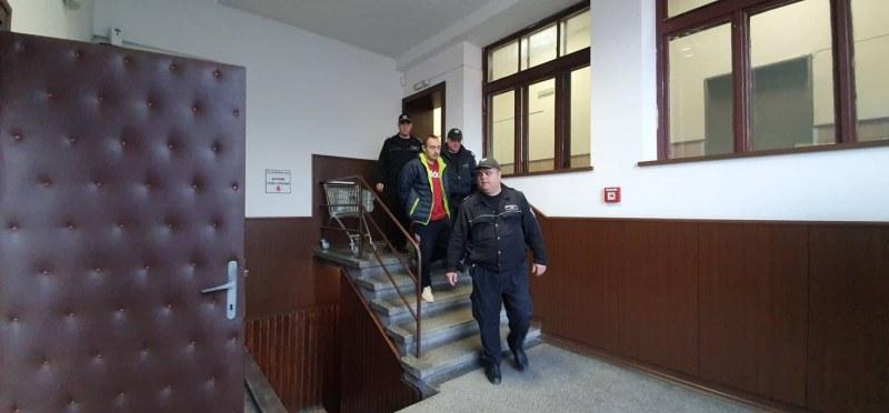 """Иван, който уби майка си и 10 дни живя с трупа й в """"Тракия"""", отива в Психото към затвора"""