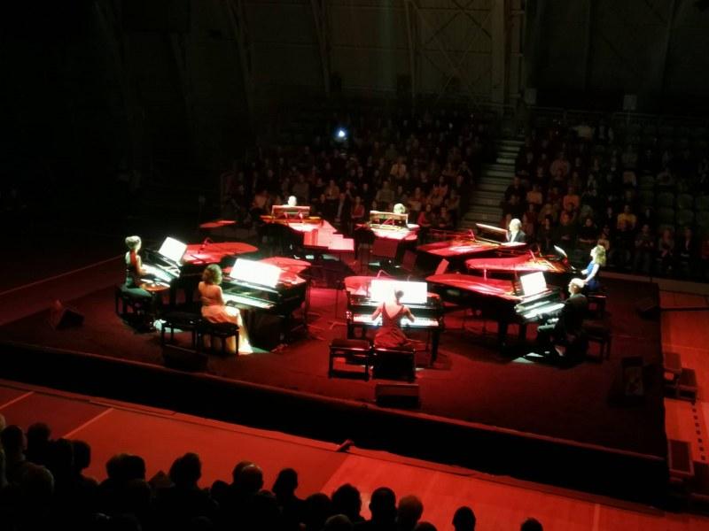 16 перфектни пианисти изнесоха уникален клавирен спектакъл на 8 рояла в Пловдив