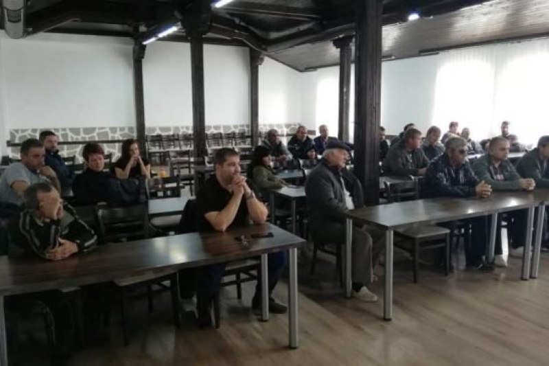 Производители на рози в Хисарско разнищиха проблемите на бранша