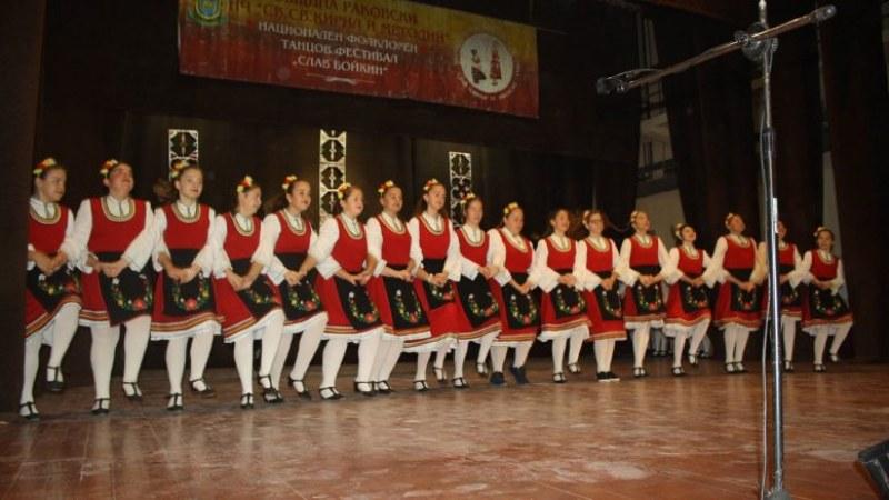 Таланти от Калояново и Асеновград грабнаха награди на фолклорния фестивал в Раковски