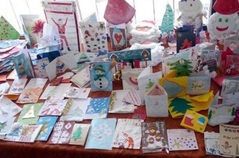 Кой ще спечели награда? Деца от Брезово творят коледни картички, рисунки и играчки