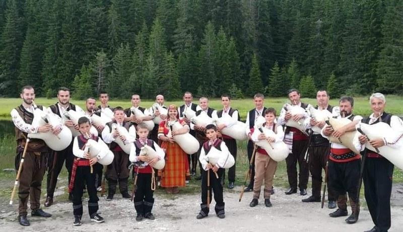 Магичният звук на родопската каба гайда оглася днес читалището на село Белозем