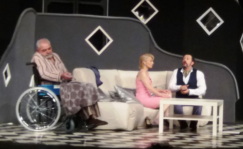 """Броени часове остават до пиесата """"Испанска афера"""", която Ловешкият театър ще изиграе в Раковски"""