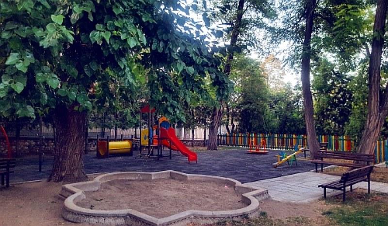 Благотворителен базар събира средства за обновяването на детска площадка в Куклен