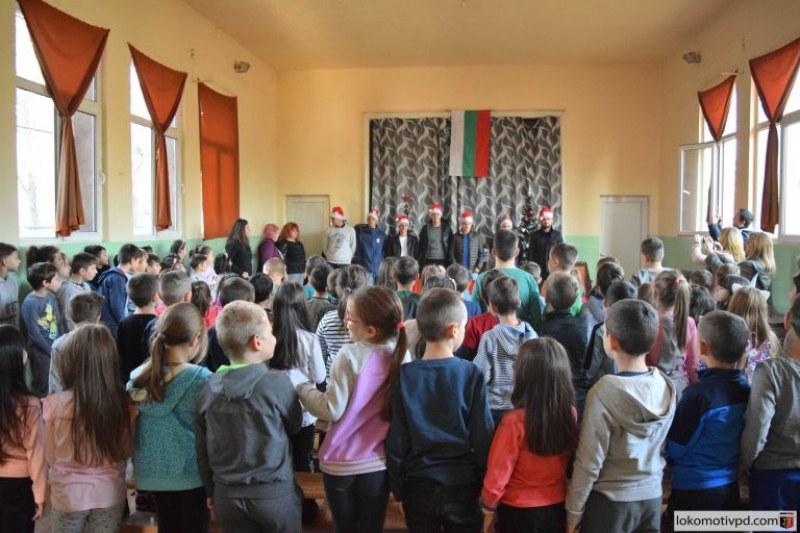 Футболисти и фенове на Локо поднесоха неочавана изненада на деца в Пловдив