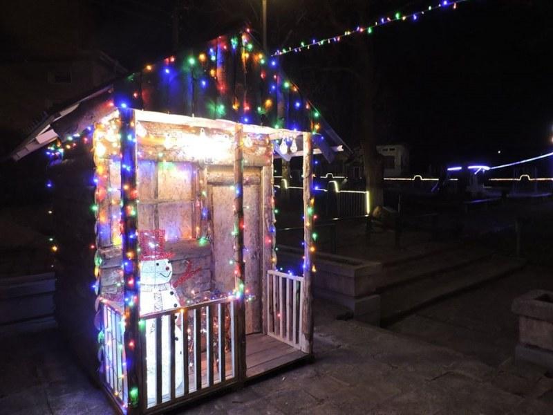 Жителите на карловско село сами сбъдват Коледните чудеса