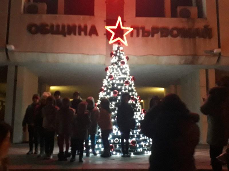 Празнично настроение в Първомай! Театър, концерти и забавления  през целия декември