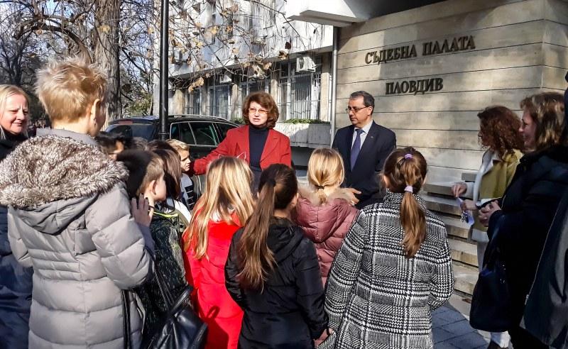 """Второкласници от Пловдив """"осъдиха"""" крадец на 5 години затвор"""