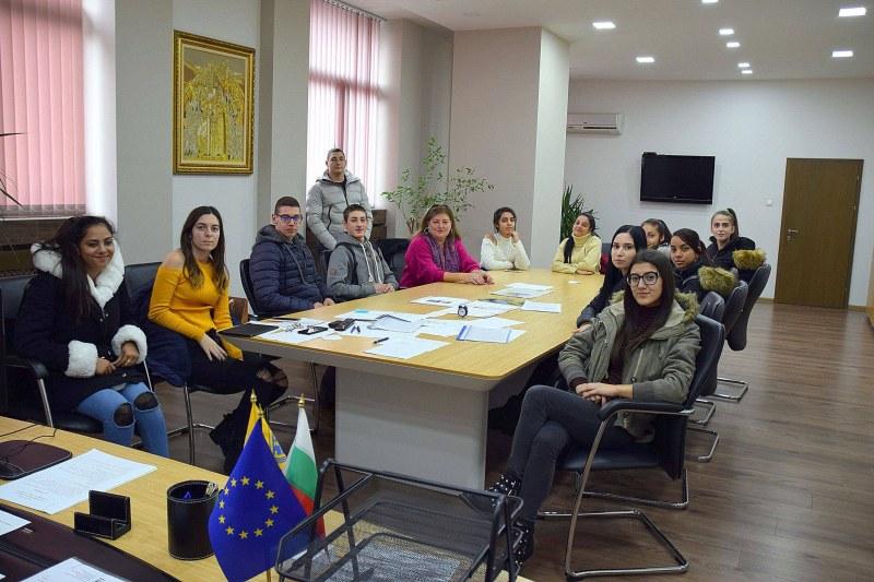 Гимназисти от Асеновград разбраха какво е да си кмет