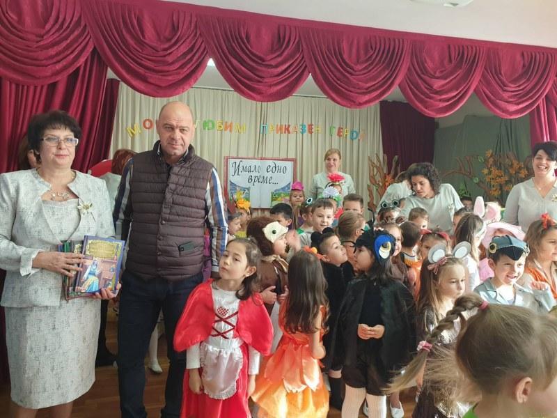 """Кметът на """"Тракия"""" гостува в ДГ """"Еделвайс"""" за старта на седмицата на четенето"""