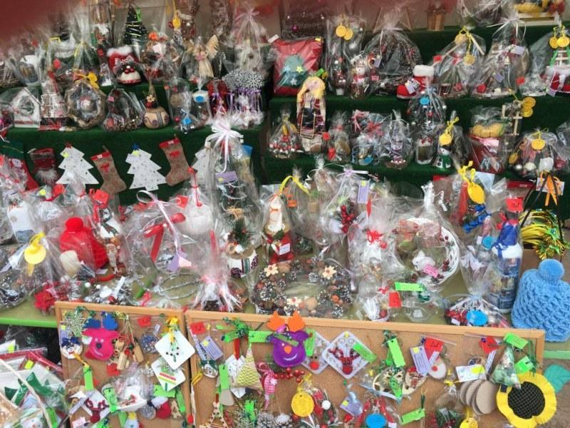 Талантливи малчугани наредиха коледен базар в Стамболийски