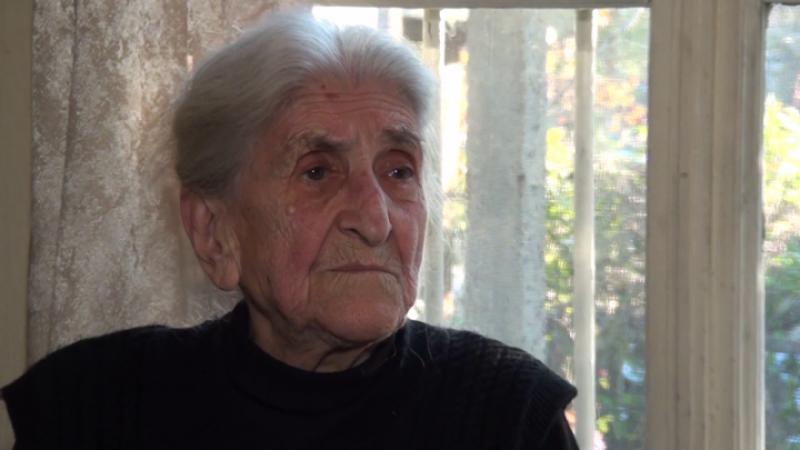 90-годишната баба Христина от Карловско преподава математика на малки и големи ученици