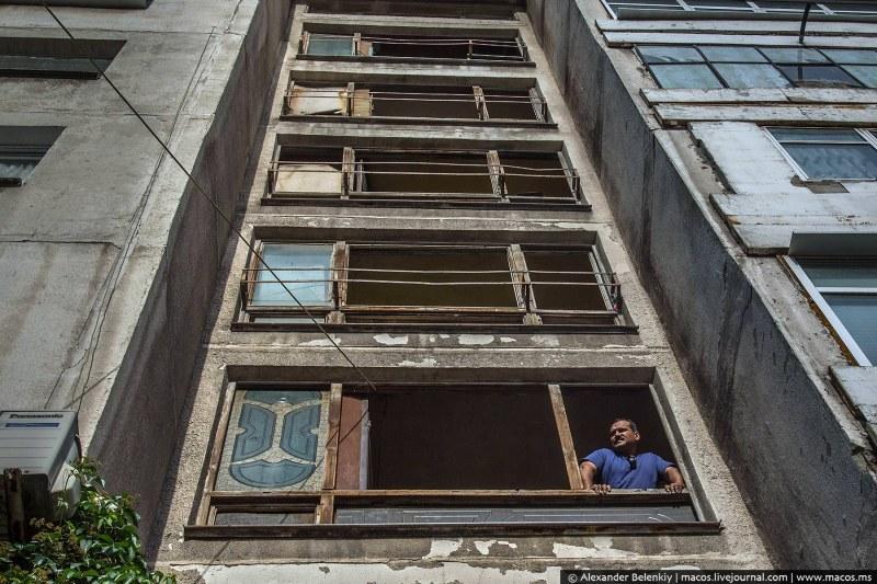 Обследват 10 блока в Столипиново дали са годни за живот, мазета им пълни с вода