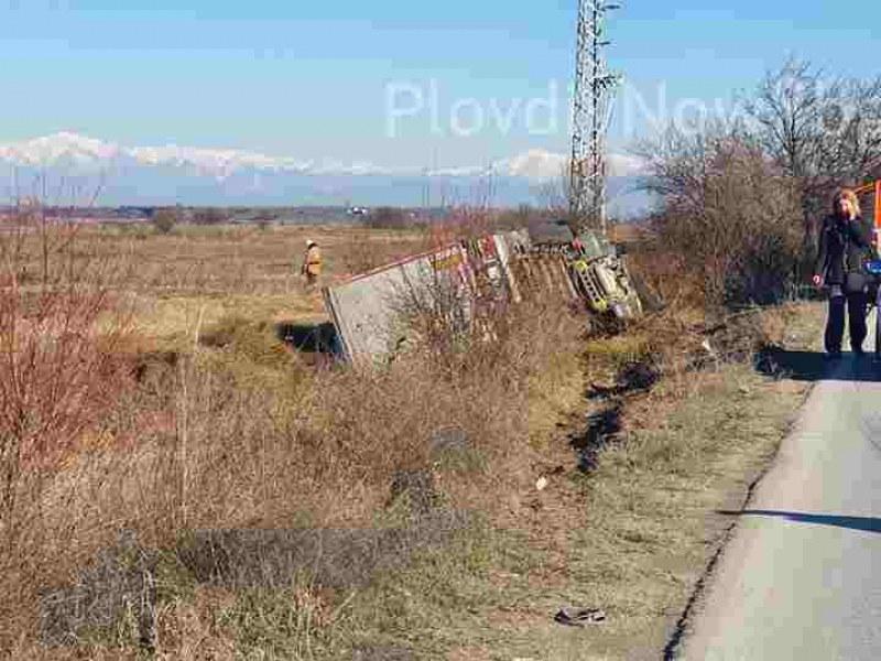 Тир катастрофира край Рогош, шофьорът е мъртъв