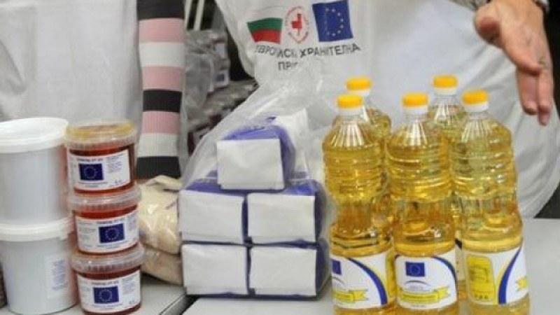 БЧК раздава хранителни продукти на хора в нужда в Съединение