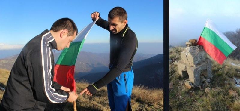 Асеновградски планинари и фирма от Първомай слагат нови знамена по българските върхове
