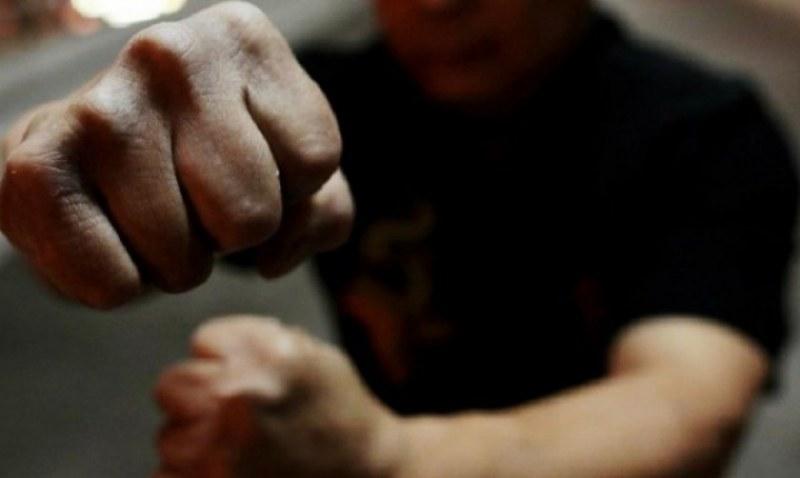 Семеен екшън край Брезово, мъж преби бившия на приятелката си