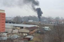 """Гъст черен дим се стели над целия квартал """"Кършияка"""""""