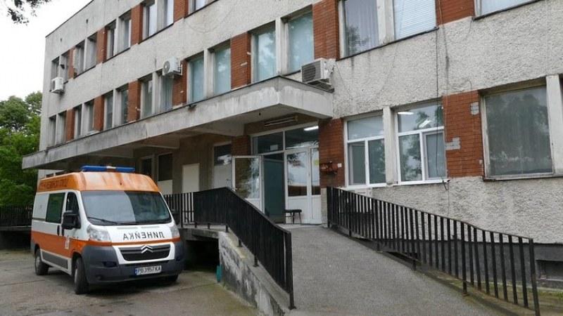 Пиян шофьор удари стълб в Първомай, от Спешното го издадоха на полицията