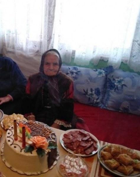 Асеновград поднесе комплимент и подарък на столетницата баба Пасинка
