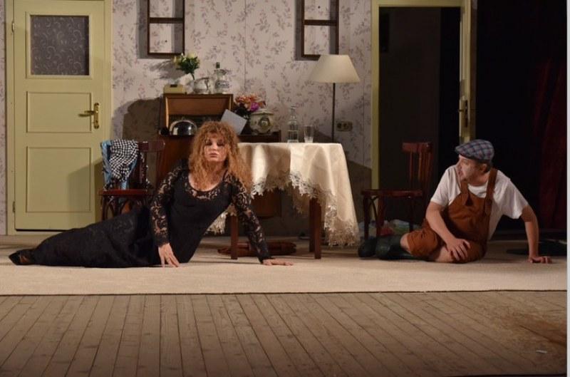 Аня Пенчева и Силвия Лулчева разсмиват Асеновград с две невероятни комедии