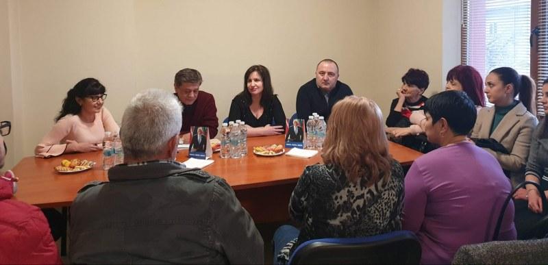 Депутати посетиха Перущица, хората им зададоха въпроси