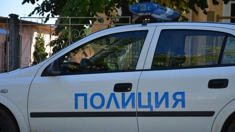 Полицаи и данъчни инспектори нахлуха в нелегален магазин край Калояново