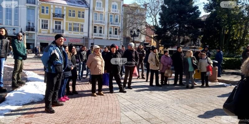 """""""Масовият"""" антиправителствен протест в Пловдив събра едва 30 души"""