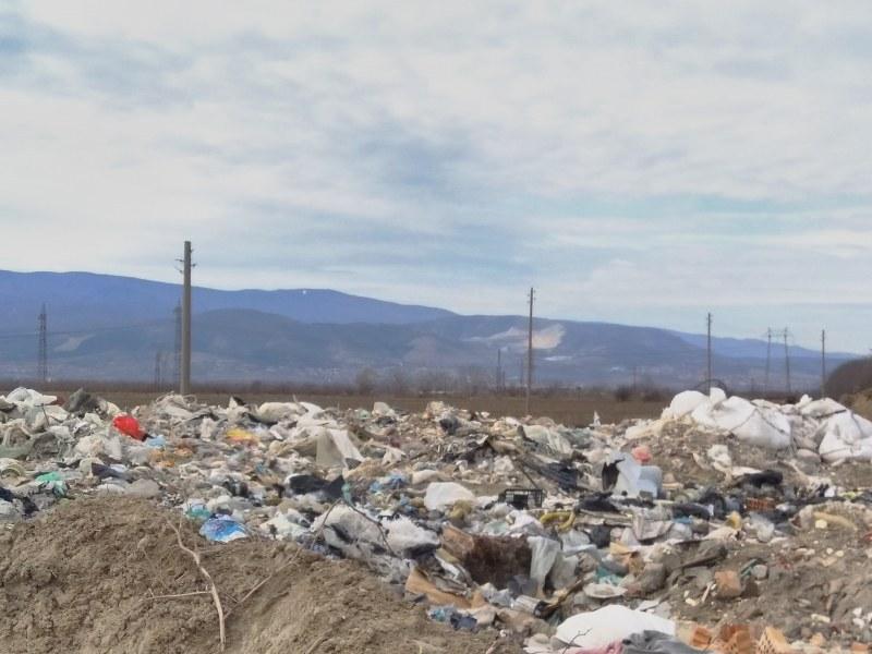 """Мобилни екипи ще следят за незаконни сметища в """"Родопи"""""""