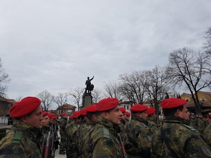 21 мъже и 3 дами се заклеха в Карлово честно и храбро да защитават Родината