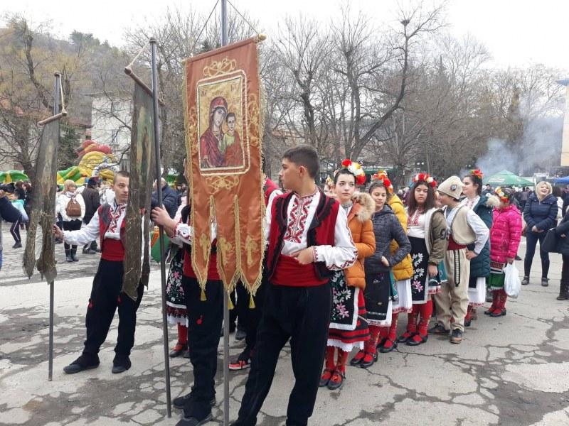 Брестовица празнува Трифон Зарезан! Плевнелиев и китайският посланик са специални гости