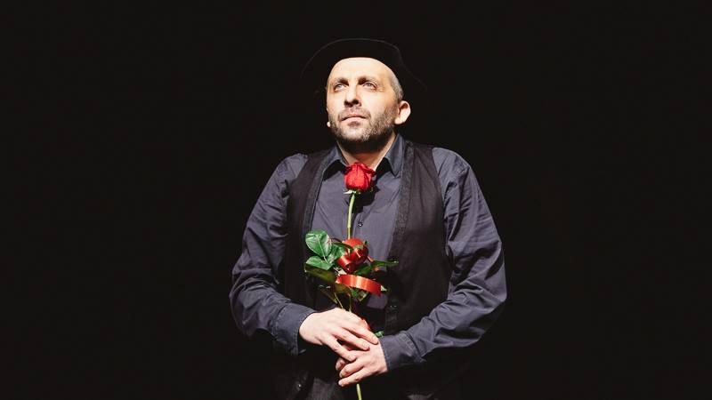 Невероятният Мариус Куркински гостува на сцената в Карлово