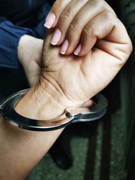 Жрица на любовта прекара празника в ареста, полицаи от Стамболийски я хванаха с клиент