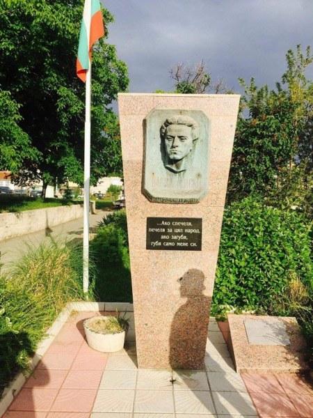 С възпоменателно събитие и цветя Сопот почита паметта на Левски