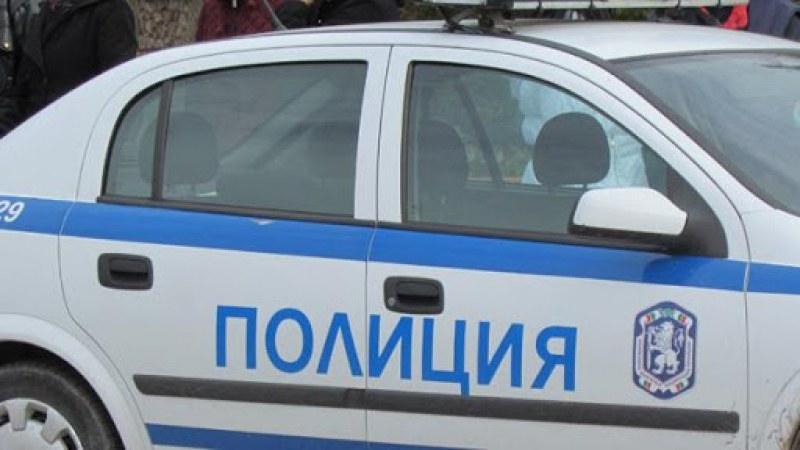 Хванаха в крачка млади мъже, опитали се да задигнат дрехи от пловдивски магазин