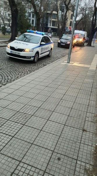 Кола отнесе пешеходец в центъра на Пловдив, човекът е в болница