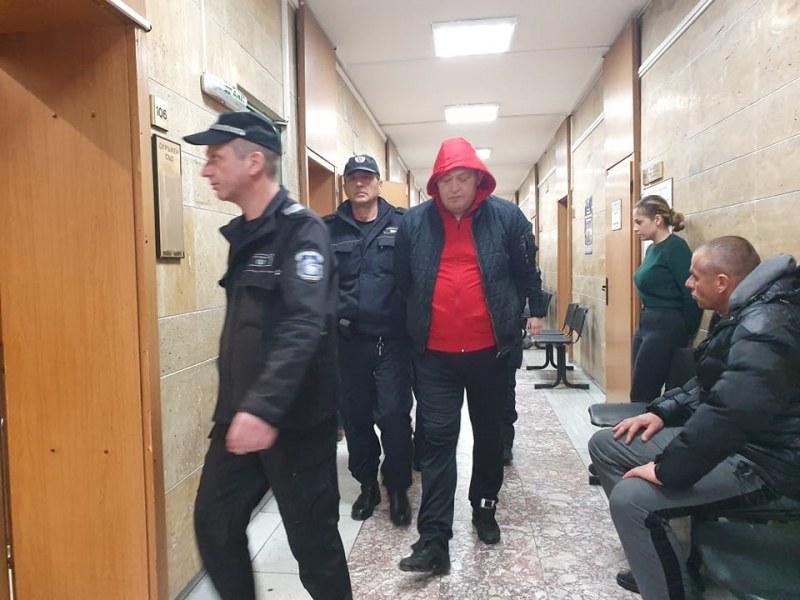 Оставиха зад решетките мъжа и жената, хванати с хероин край Съединение