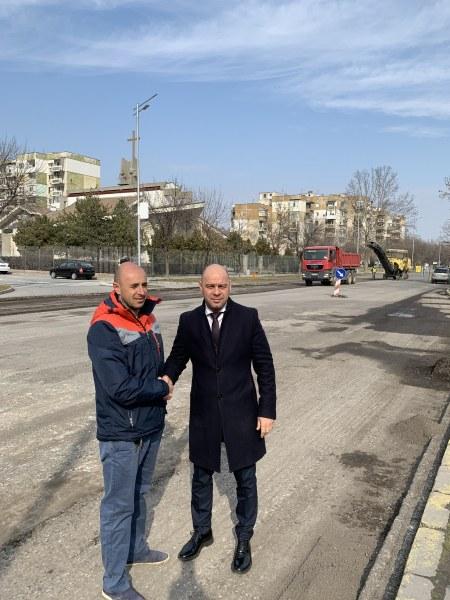 Преасфалтират участък от булевард в Тракия, ремонтът ще завърши в срок