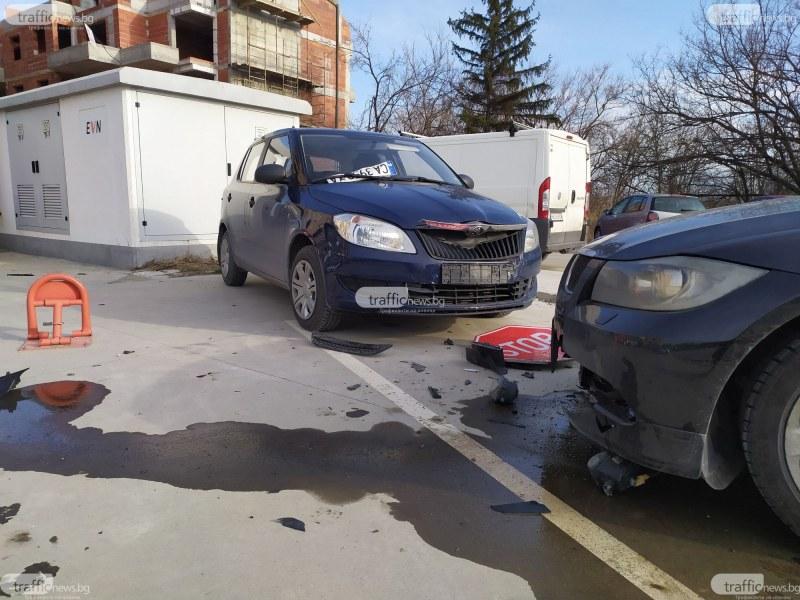 """Луксозно  """"БМВ"""" прелетя през тротоар и се заби се в спряла кола в кв.""""Смирненски"""""""