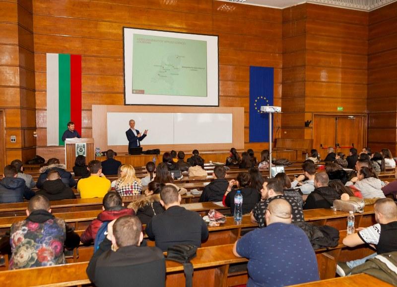 Студенти от УХТ в Пловдив с шанс да получават дипломи и от Холандия
