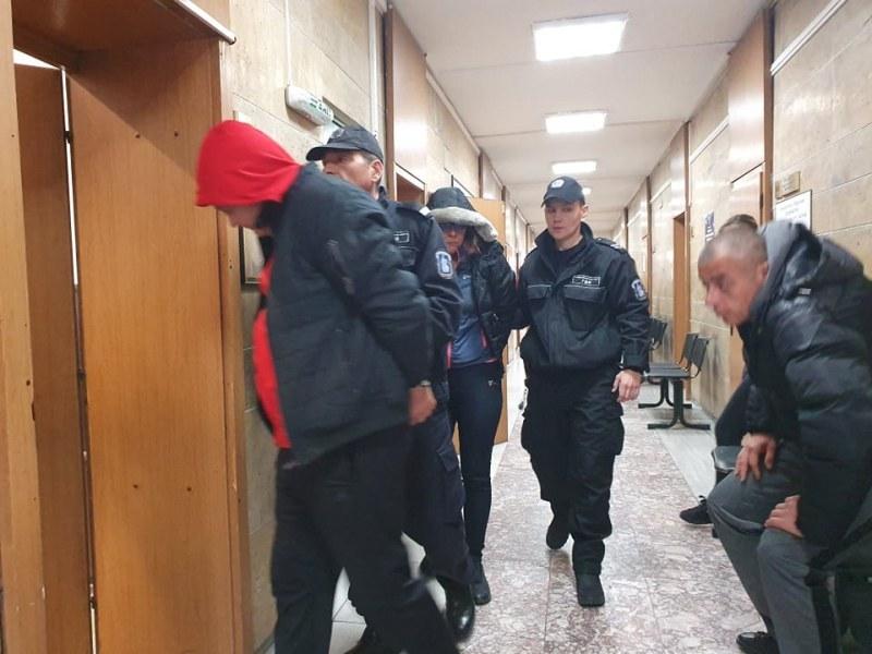 Съдът остави в ареста мъжа и жената, хванати край Съединение с над 1 кг хероин