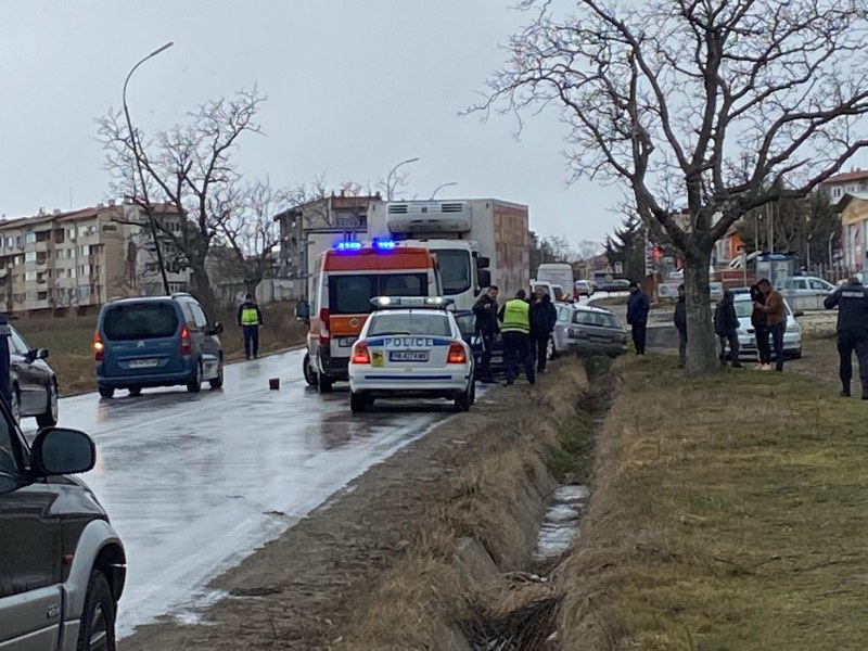Тежка катастрофа между Карлово и Сопот, камион навлезе в насрещното